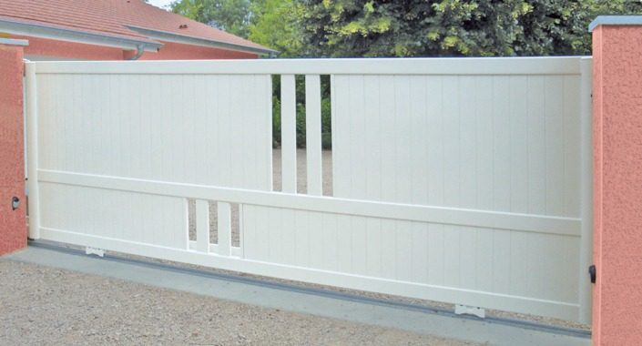 portail coulissant aluminium blanc