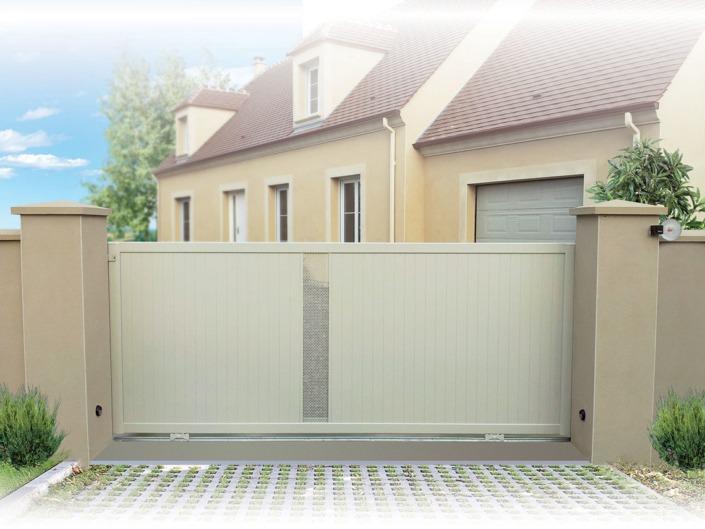 portail coulissant beige aluminium