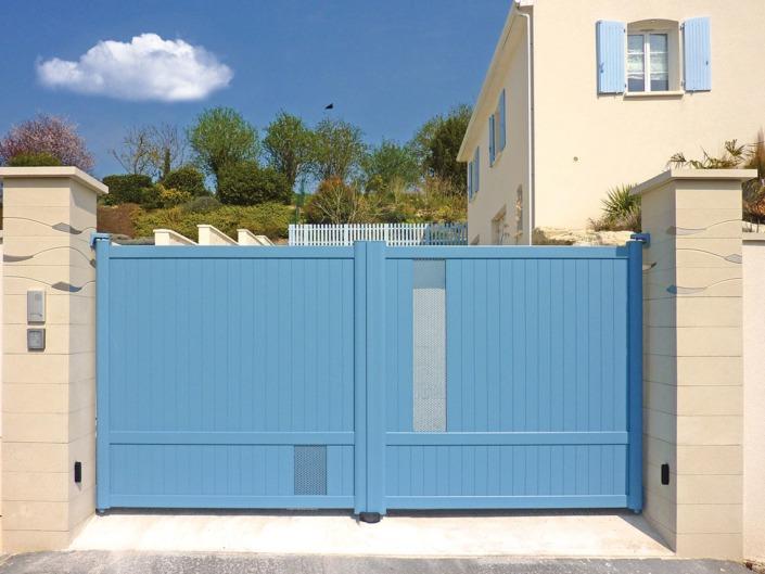 Portail battant aluminium bleu