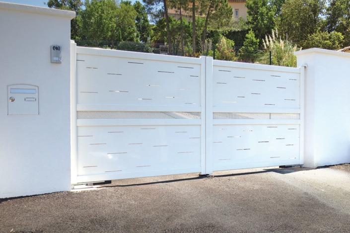 portail battant perforé blanc