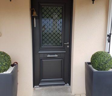 Porte d'entrée traditionnelle Belm grise