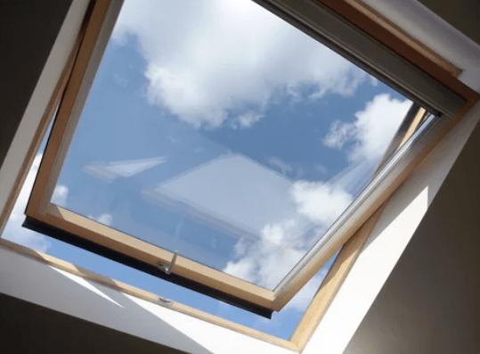 ACE Komilfo - La fenêtre basculante : l'incontournable de nos toits.